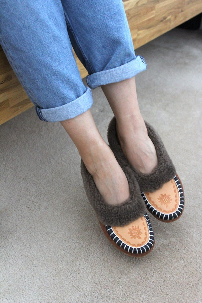 Cosy Days at Home - ONAIE Ascot Sheepskin Slippers