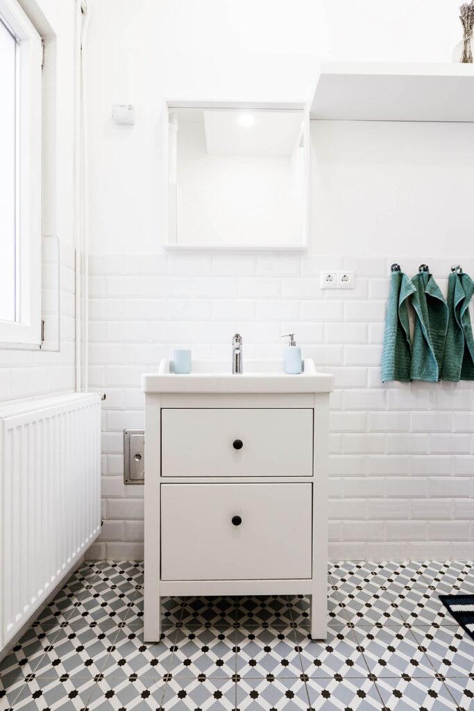 4 top Ways to Update a Rental Bathroom