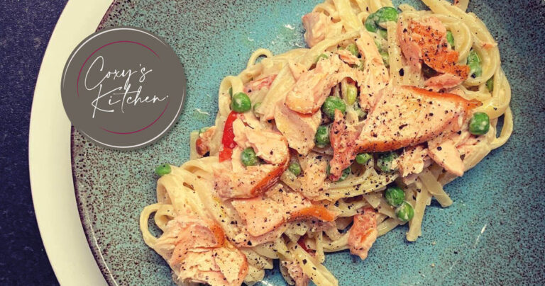 Linguine with flaked salmon